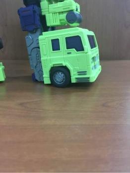 [Toyworld] Produit Tiers - Jouet TW-C Constructor aka Devastator/Dévastateur (Version vert G1 et jaune G2) - Page 4 VULt2wzs