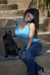 Дениз Милани, фото 4941. Denise Milani Playing with the Puppy (Low Quality), foto 4941