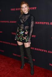 """MEGA POST: Bella Thorne con espectaculares botas en el estreno de """"The Hateful Eight"""" en Los Angeles (7/12/15) PVc9sMsY"""