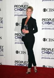 Katherine Heigl - 35th Annual People's Choice Awards, 7 января 2009 (58хHQ) G0shlIH5