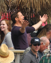 Robert Downey Jr. - On The Set Of 'Iron Man 3' 2012.10.02 - 19xHQ J8YO9s4h