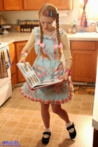 Dolly - Baking Cookies - [dolly's-playhouse] B1h0REho
