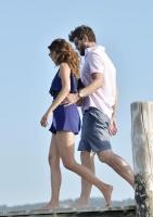 Nina Dobrev with her boyfriend Austin Stowell in Saint-Tropez (July 24) XHILDrfW