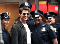 Tom Cruise - on the set of 'Oblivion' in New York City - June 13, 2012 - 52xHQ FlD1iSun