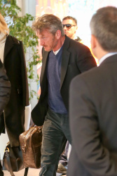 Sean Penn - Sean Penn and Charlize Theron - depart from Rome after a Valentine's Day weekend - February 15, 2015 (37xHQ) LsM8C4hr