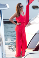 Nina Dobrev vacationing with friends in Saint-Tropez (July 20) RGUupyh4