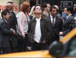 Tom Cruise - on the set of 'Oblivion' outside at the Empire State Building - June 12, 2012 - 376xHQ Ls143bMp