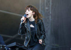 Lauren Mayberry - 2015 V Festival: Day Two @ Weston Park in Stafford - 08/23/15
