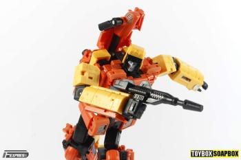 [Unique Toys] Produit Tiers - Jouet Y-03 Sworder - aka Sandstorm/Siroco - Page 2 KhlavcfT