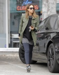 Jessica Alba stops for Breakfast in West Hollywood - January 23-2016 x18