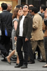 Tom Cruise - on the set of 'Oblivion' outside at the Empire State Building - June 12, 2012 - 376xHQ 1uUdDzNY
