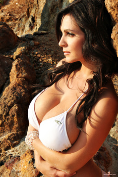 Дениз Милани, фото 4473. Denise Milani White Bikini (From Her Old Website), foto 4473