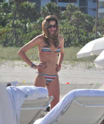 actB0QGT Ana Beatriz Barros in a bikini in Miami Beach   December 7, 2012   35 HQ candids