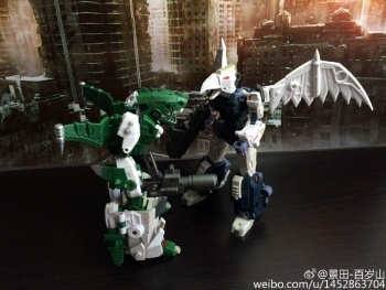 [FansProject] Produit Tiers - Jouet Saurus Ryu-oh aka Dinoking (Victory) | Monstructor (USA) - Page 2 Yd32aNjv
