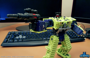 [Toyworld] Produit Tiers - Jouet TW-C Constructor aka Devastator/Dévastateur (Version vert G1 et jaune G2) - Page 5 TfACAg3z