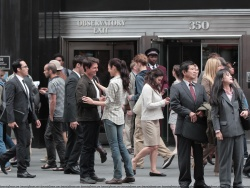 Tom Cruise - on the set of 'Oblivion' outside at the Empire State Building - June 12, 2012 - 376xHQ 4fJ8wGfy