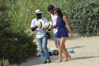 Nina Dobrev with her boyfriend Austin Stowell in Saint-Tropez (July 24) APbY4fY4