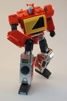 [KFC Toys] Produit Tiers - Jouet Transistor (aka Blaster/Tempo) + DoubleDeck (Twincast) + Fader (aka Eject/Éjecteur) + Rover (aka Autoscout) - Page 2 WGKyYj1F