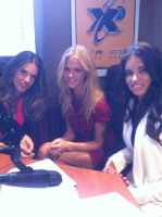 LaX Fm Radio 2011 Puerto Rico avec Alessandra et Adriana Acw7hWa1