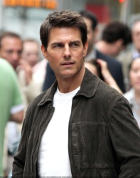 Tom Cruise - on the set of 'Oblivion' outside at the Empire State Building - June 12, 2012 - 376xHQ H4jMxVoJ