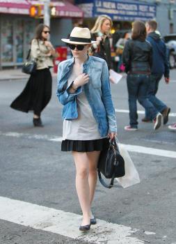 Dakota Fanning / Michael Sheen - Imagenes/Videos de Paparazzi / Estudio/ Eventos etc. - Página 5 AaliqRCg