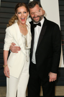 """Leslie Mann """"2015 Vanity Fair Oscar Party hosted by Graydon Carter at Wallis Annenberg Center for the Performing Arts in Beverly Hills"""" (22.02.2015) 126x  FjhVym76"""
