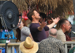 Robert Downey Jr. - On The Set Of 'Iron Man 3' 2012.10.02 - 19xHQ 63JnMbzG