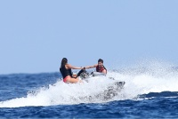 Nina Dobrev with her boyfriend Austin Stowell in Saint-Tropez (July 24) U7Z9fFy5