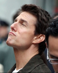 Tom Cruise - on the set of 'Oblivion' outside at the Empire State Building - June 12, 2012 - 376xHQ PM7zJ8eN
