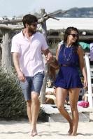 Nina Dobrev with her boyfriend Austin Stowell in Saint-Tropez (July 24) XZ0y2zCZ
