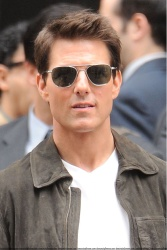 Tom Cruise - on the set of 'Oblivion' outside at the Empire State Building - June 12, 2012 - 376xHQ LiL9LFpO