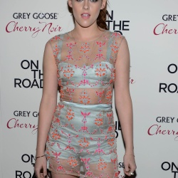Kristen Stewart - Imagenes/Videos de Paparazzi / Estudio/ Eventos etc. - Página 31 AbhjeKnp