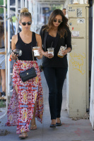 Nina Dobrev with Hilary at Alfred Coffee & Kitchen in West Hollywood (July 29) UV3ySUNM
