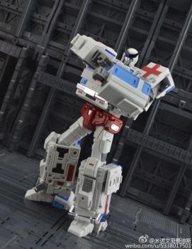[TFC Toys] Produit Tiers - OS-01 Ironwill (aka Ironhide/Rhino) & OS-03 Medic (aka Ratchet/Mécano) - Page 2 HJcIBJDn