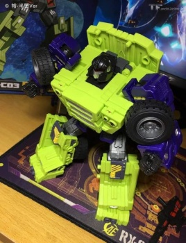 [Toyworld] Produit Tiers - Jouet TW-C Constructor aka Devastator/Dévastateur (Version vert G1 et jaune G2) - Page 6 Ni4nC54J