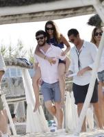 Nina Dobrev with her boyfriend Austin Stowell in Saint-Tropez (July 24) SQHcyU5t
