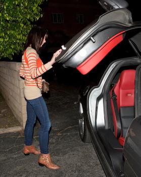 Ashley Greene - Imagenes/Videos de Paparazzi / Estudio/ Eventos etc. - Página 25 AbhoHvhK