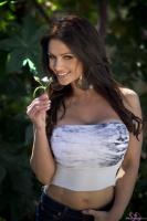 Дениз Милани, фото 5243. Denise Milani In The Garden :, foto 5243