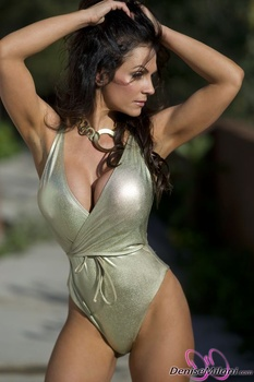 Дениз Милани, фото 4887. Denise Milani Gold One-Piece (Low Quality), foto 4887