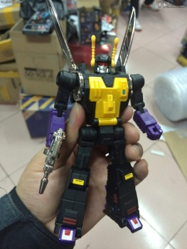 [Fanstoys] Produit Tiers - Jouet FT-12 Grenadier / FT-13 Mercenary / FT-14 Forager - aka Insecticons - Page 3 0QErKQRm