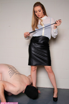 Young Domme Laura Lee