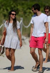 Jamie Dornan - At the beach with his girlfriend, Amelia Warner in Miami - January 17, 2013 - 25xHQ INwsEWpW