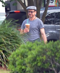 Robert Downey Jr. - leaving a Starbucks and heading to the set of 'Iron Man 3' in Wilmington on May 30, 2012 - 11xHQ 1j7K2L4n