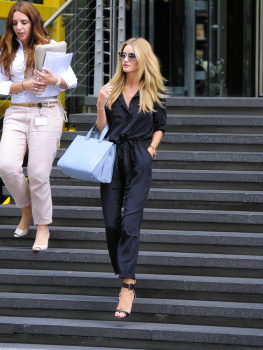 aboIFl1y [Medium Quality] Rosie Huntington Whiteley out in London 8/21/13 high resolution candids