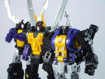 [Fanstoys] Produit Tiers - Jouet FT-12 Grenadier / FT-13 Mercenary / FT-14 Forager - aka Insecticons - Page 4 AQ82dSbO