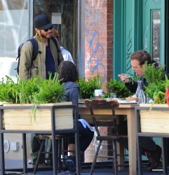 Jake Gyllenhaal & Jonah Hill & America Ferrera - Out And About In NYC 2013.04.30 - 37xHQ 1N4t7ys9