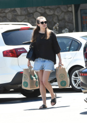 Elizabeth Olsen - Grocery shopping in LA 5/3/17