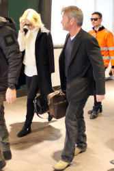 Sean Penn - Sean Penn and Charlize Theron - depart from Rome after a Valentine's Day weekend - February 15, 2015 (37xHQ) OwyytC4U