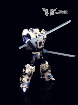 [Mastermind Creations] Produit Tiers - Reformatted R-11 Seraphicus Prominon - aka Nova Prime CCk1XIyQ