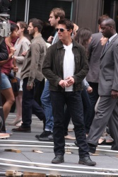 Tom Cruise - on the set of 'Oblivion' outside at the Empire State Building - June 12, 2012 - 376xHQ 9Ldx5eSr